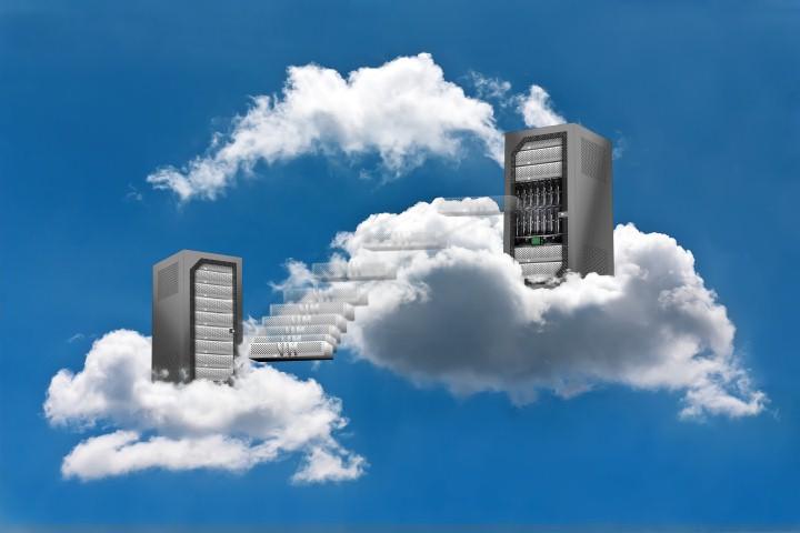 Cloud Computing - Virtual Machine Motion © Fernando Madeira - Fotolia