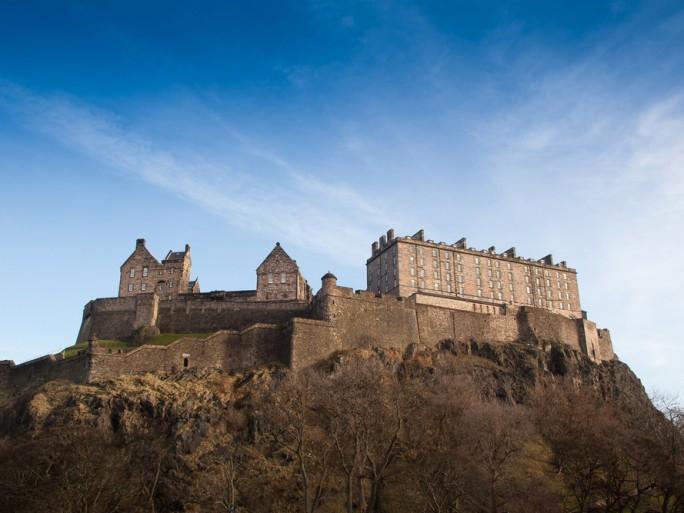 Edinburgh castle scotland © Gianluca Figliola Fantini Shutterstock
