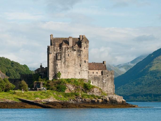 scotland castle eilean donan © Michal Durinik Shutterstock