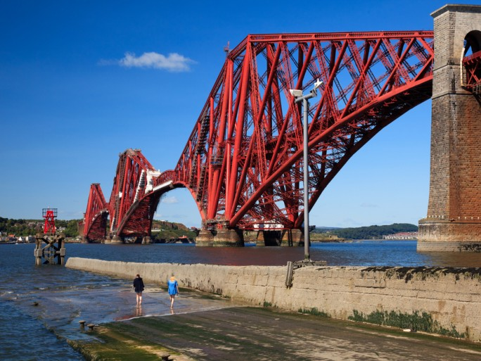 Forth Bridge Railway Scotland © Rob van Esch Shutterstock