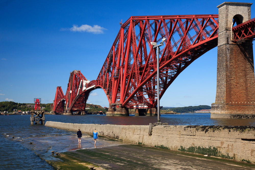 Forth Bridge Railway Scotland © Rob van Esch Shutterstock
