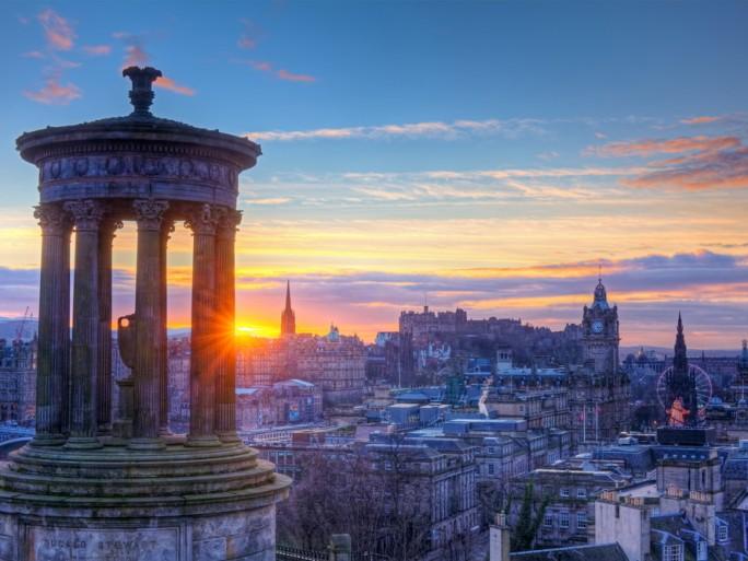 Edinburgh Carlton Hill Scotland © Keattikorn Shutterstock