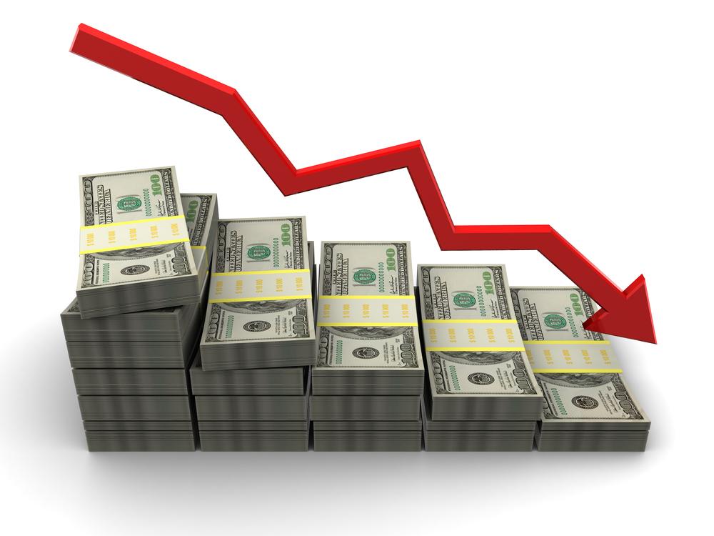 graph figure decrease downturn money results © Mmaxer Shutterstock