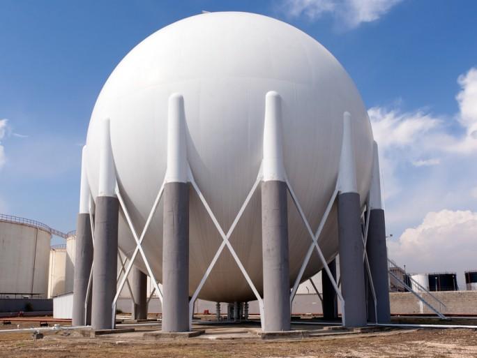 liquid natural gas LNG cooling data centre © muratart Shutterstock