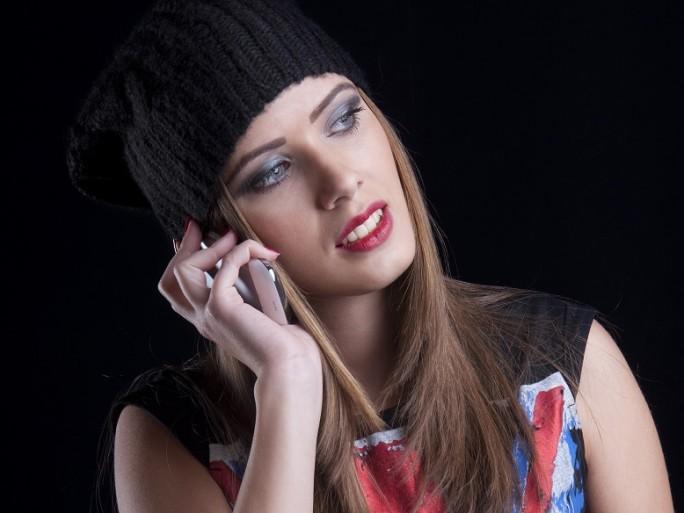 british mobile phone union jack girl © patrisyu Shutterstock