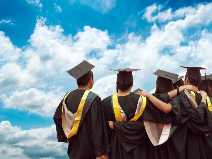 cloud education student janet graduate university © Shutterstock gui jun peng