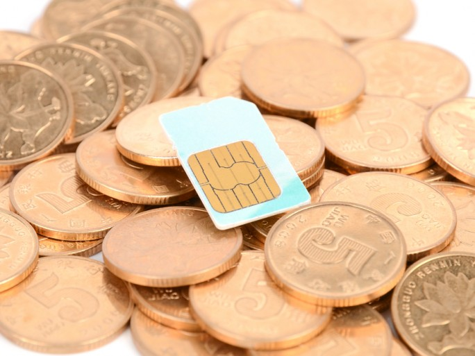 mobile phone roaming charge europe SIM card © anaken2012 Shutterstock
