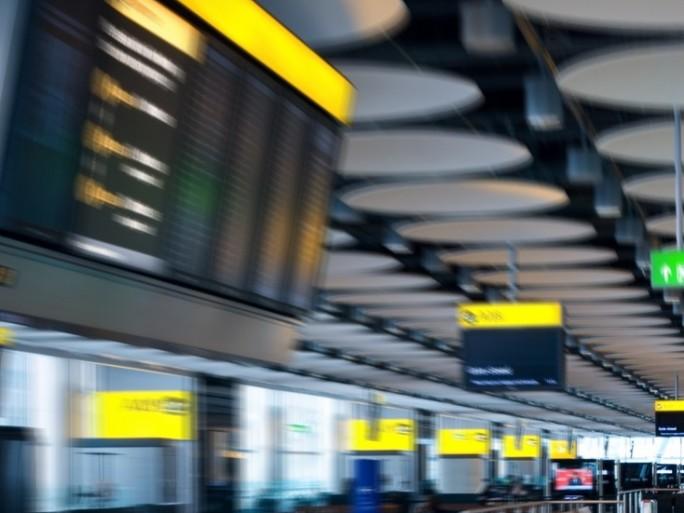 Flights delay plane - Shutterstock - © Oleg V. Ivanov