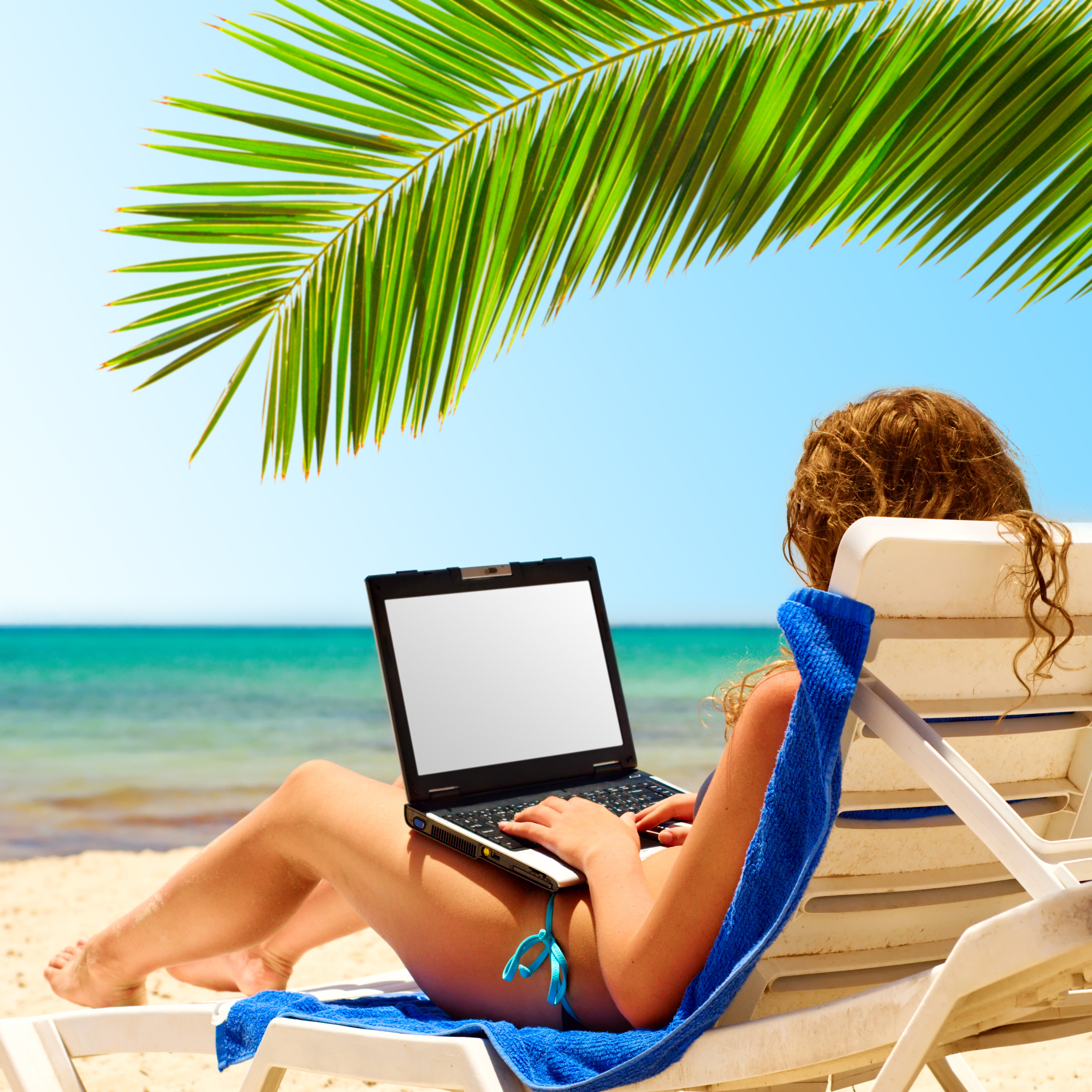 laptop beach, remote working holiday © Sergey Peterman Shutterstock