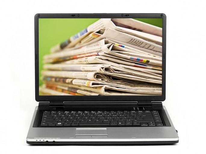 newspapers news online media laptop © kret87 Shutterstock