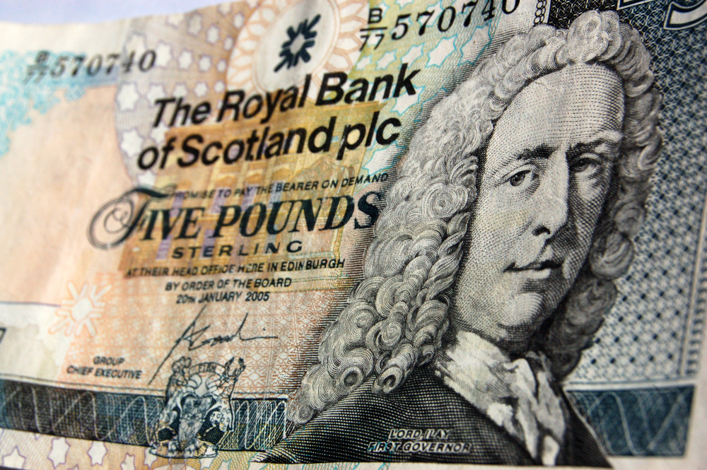 Money bank of Scotland five ounds © BasPhoto Shutterstock