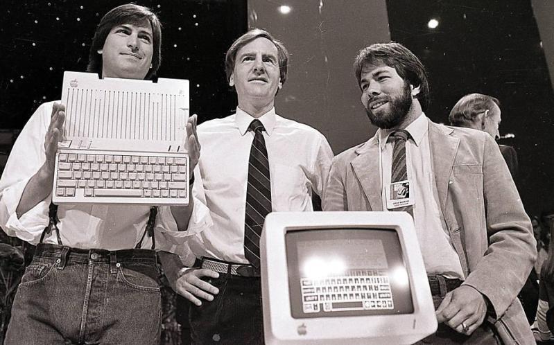 Teenaged Steve Jobs' Error-Ridden CV Set To Fetch £39,000