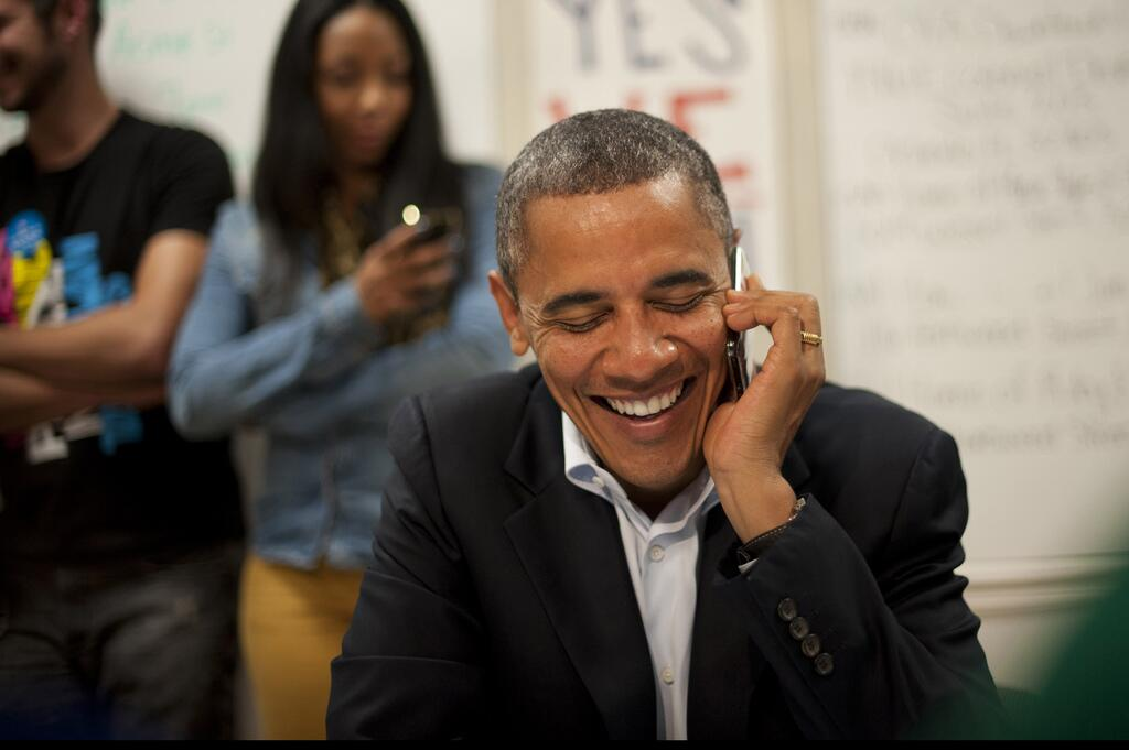US President Obama using his Black Berry in 2013