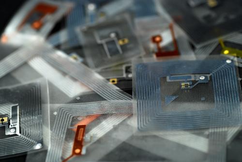 RFID (c) Albert Lozano, Shutterstock 2014