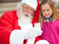 Father Christmas phone selfie snapchat © Tyler Olson Shutterstock