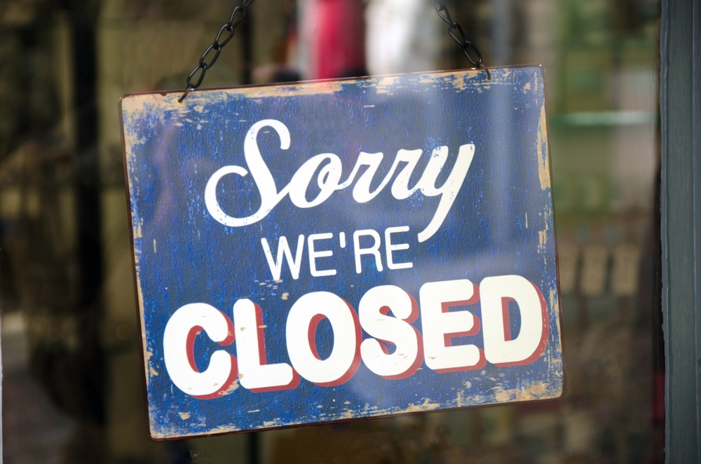 Closed - Shutterstock - © Pitamaha
