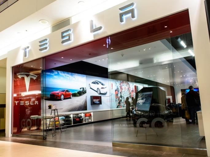Tesla - Shutterstock - © Hattanas Kumchai