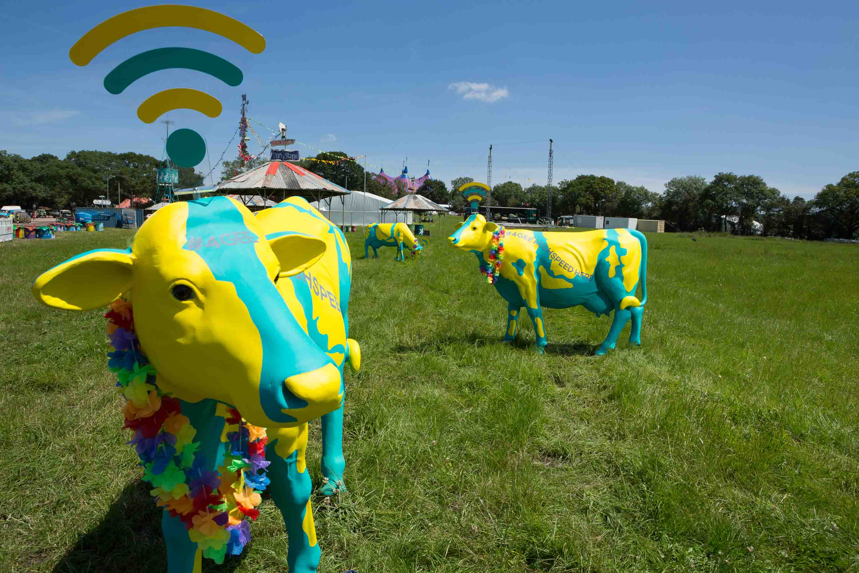 EE 4G-Enabled Fibreglass Cows To Power Glastonbury Wi-Fi