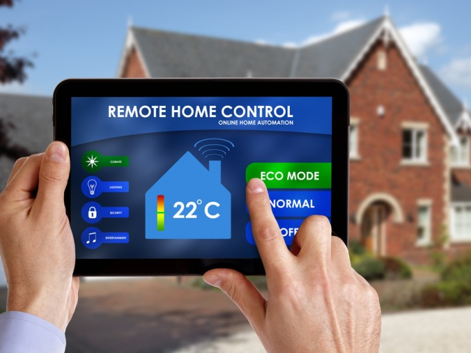 smart home tablet energy green meter ipad © Brian A Jackson Shutterstock