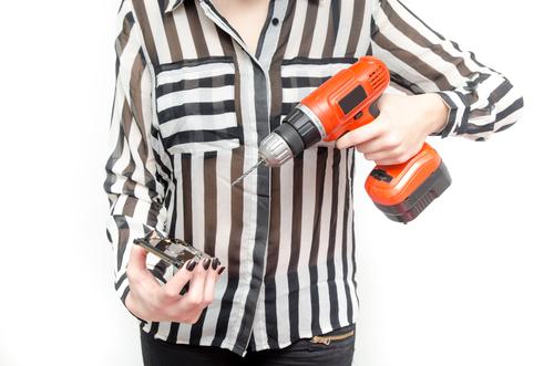 Smartphone, drill © Alex Ionas, Shutterstock 2014