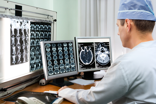 Big screen medecine health scan doctor ©beerkoff Shutterstock