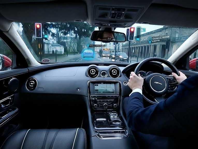 jaguar-land-rover-virtual-windshield-ghost-car