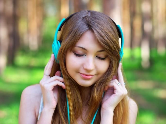 listening to radio headphones